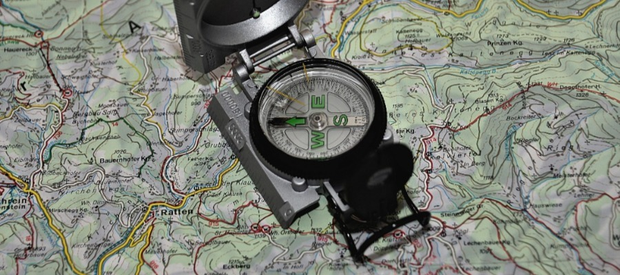 GPS, Maps and A Compass: This is How to Navigate in the Countryside