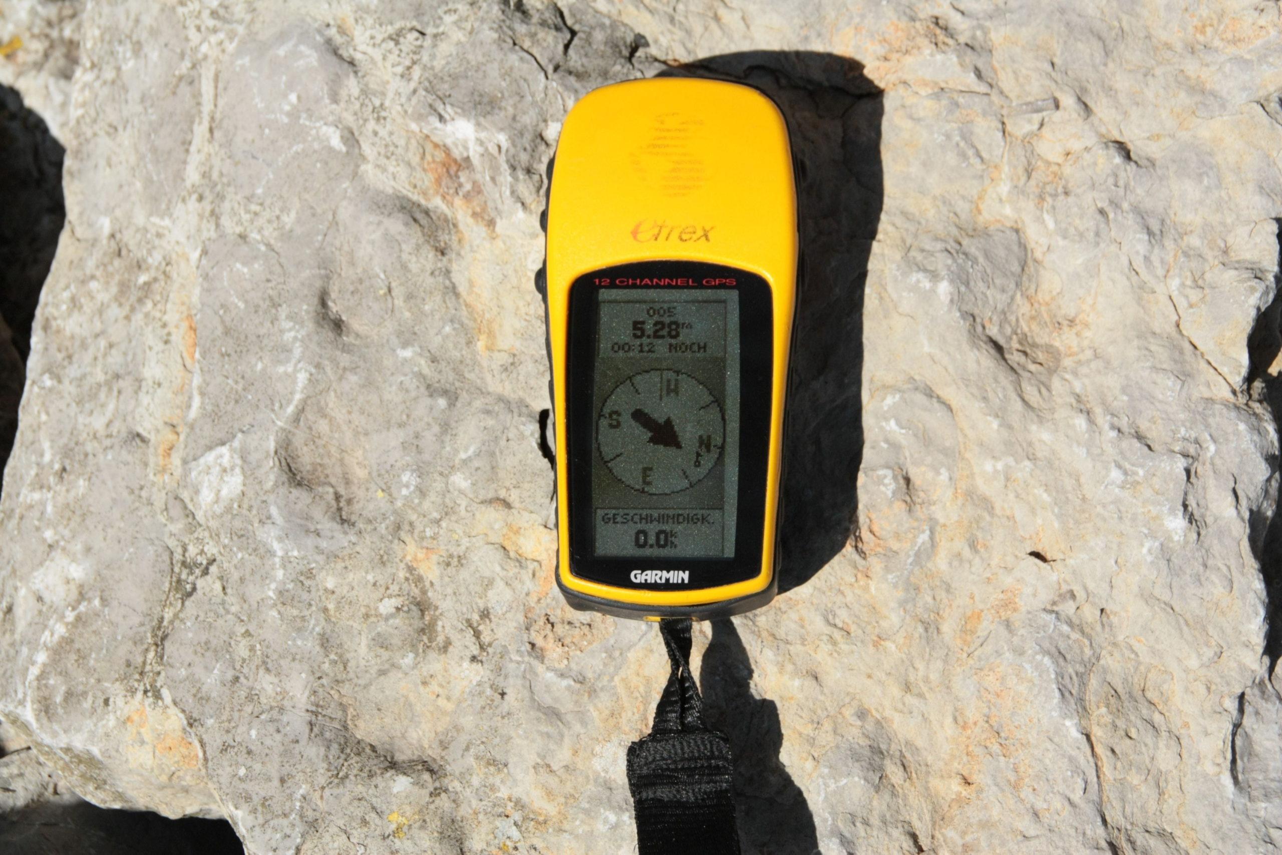 Garmin eTrex 32x Handheld GPS Navigator Review